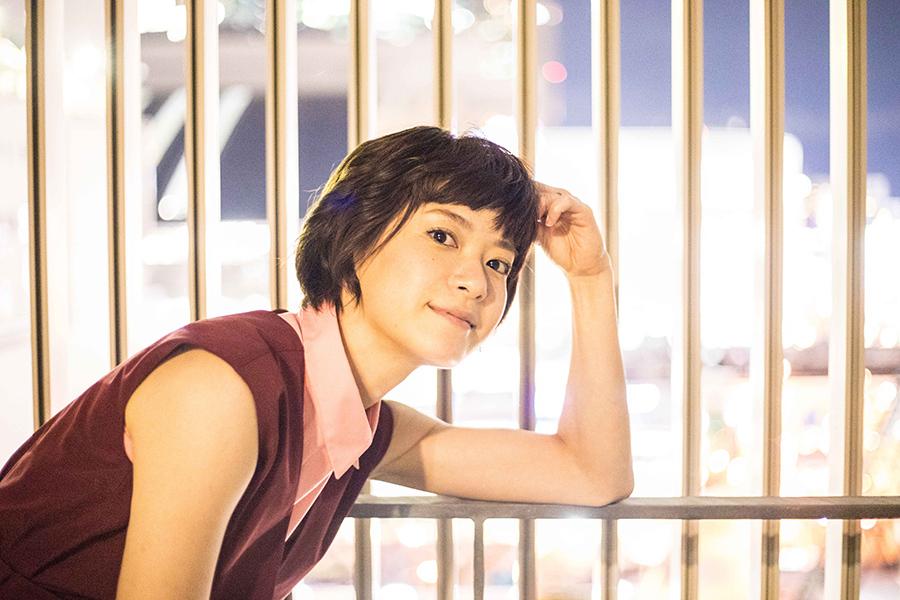 大阪駅の夜景をバックに撮影に挑んだ女優・上野樹里