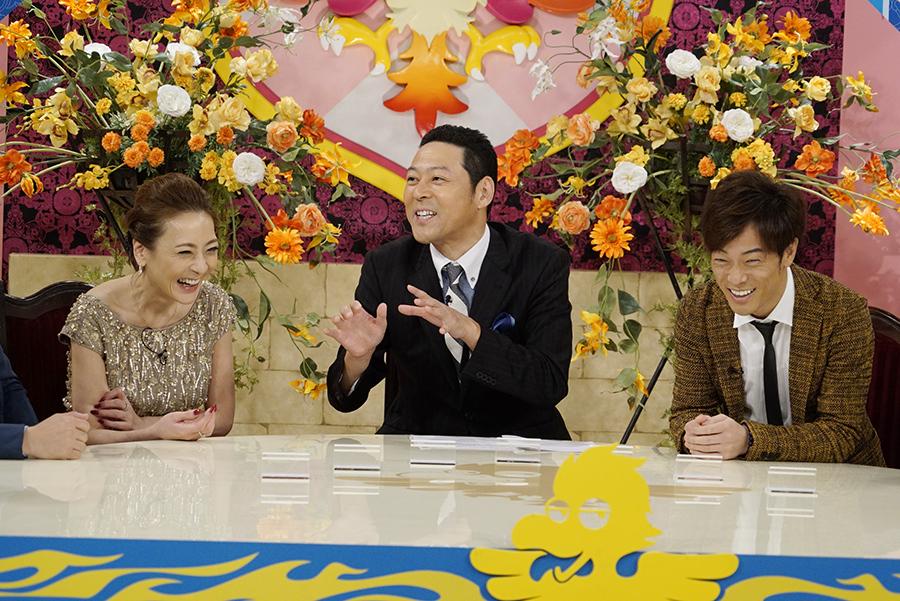 左から、ゲストの西川史子、MCの東野幸治、陣内智則