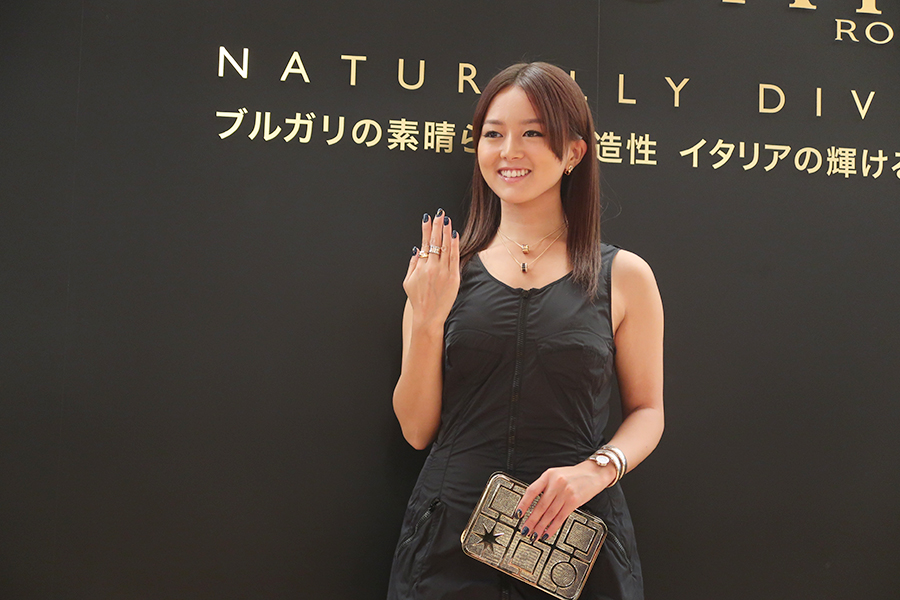 アメリカのドラマで大人気となった女優・祐真キキ。今回、身につけている装飾品はすべてブルガリ