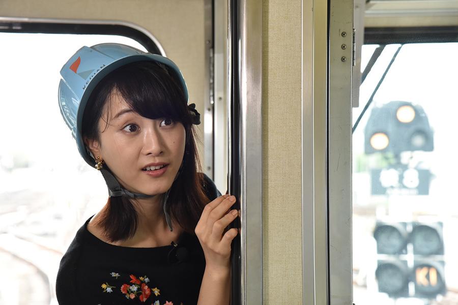 普段なかなか見られない電車の車庫に、驚きと興奮が隠せない元SKE48の松井玲奈