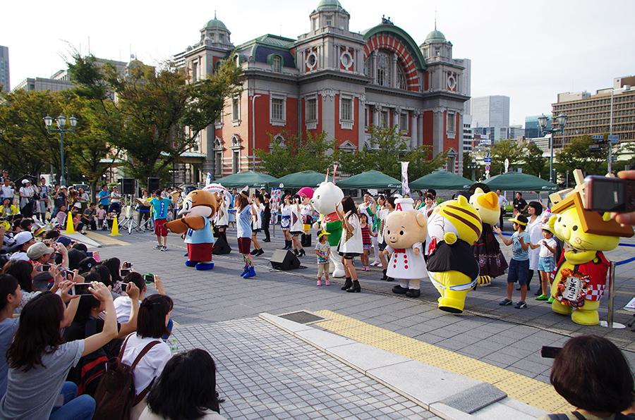 全国で活躍するキャラクターたちと「タッタカもずやん」をダンス