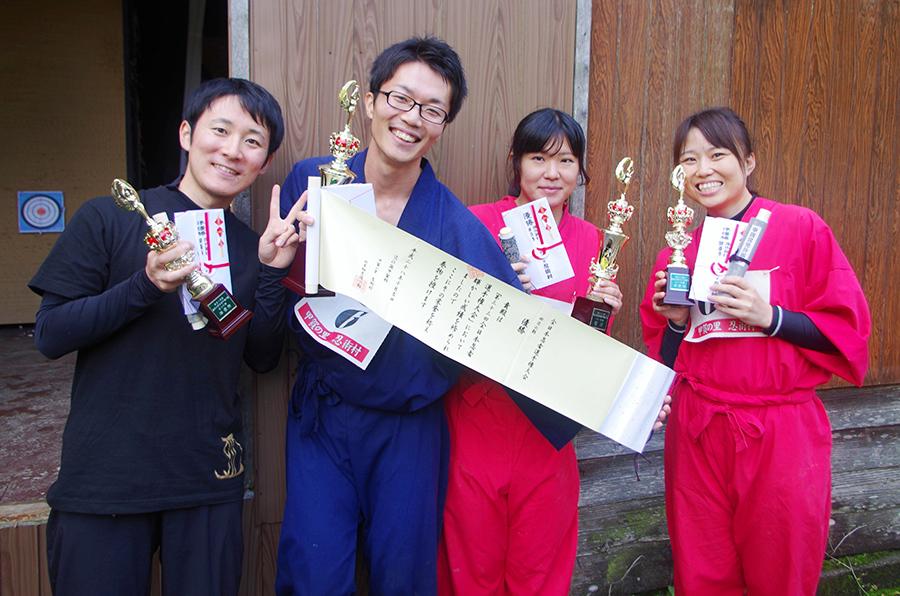 左から男子準優勝の戸隠の刺客さん、優勝のさいちゃんさん、女子優勝の水族館の申し子さん、準優勝のお銀さん