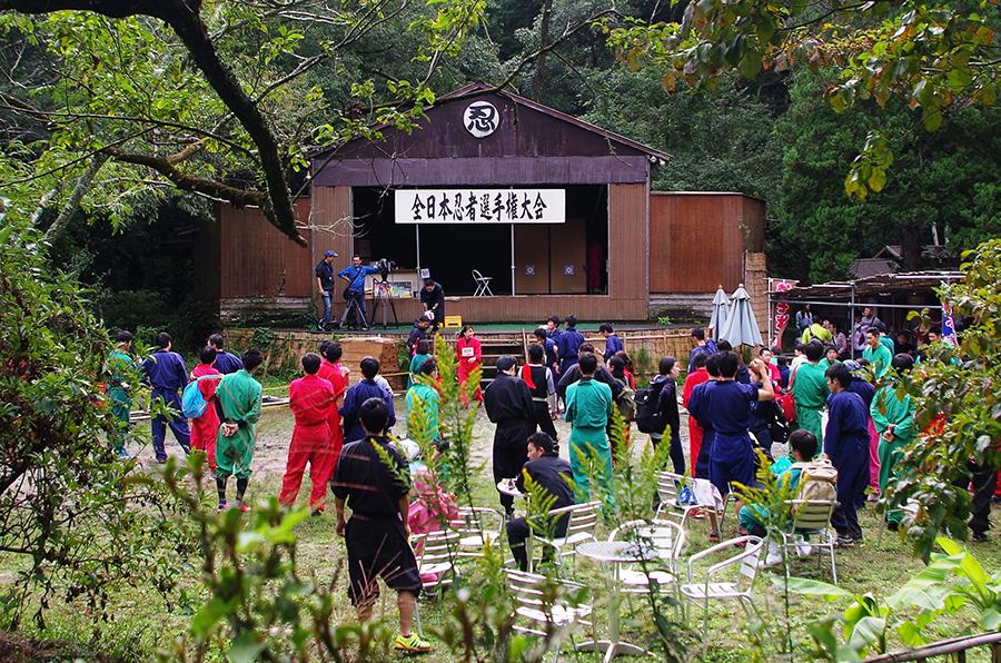 沖縄から千葉まで100人が集結した『全日本忍者選手権大会』(9日・甲賀の里 忍術村)