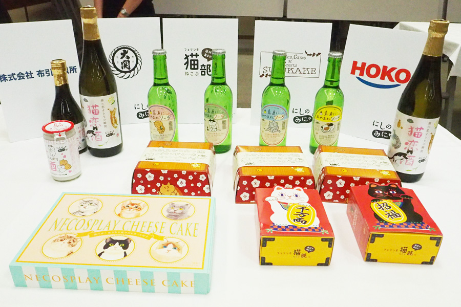 「武庫川すずかけ作業所」とのコラボ商品、こたつのようなパッケージがかわいらしい「ふかふかこたつ猫 パウンドケーキ」や「しあわせまねき猫の小判型ビスケット(チーズ味)」などユニークな商品が誕生