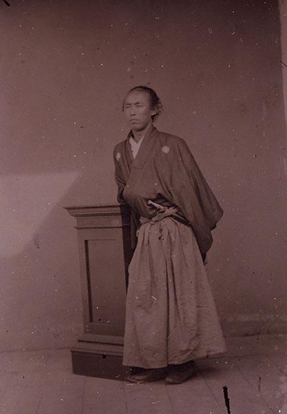 坂本龍馬湿板写真(複製を展示) 江戸時代 慶応二年(1866)または三年(1867) 高知県立歴史民俗資料館蔵