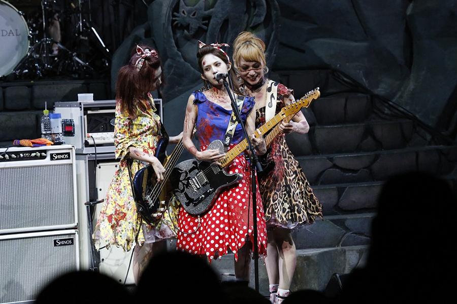 『SCANDAL SPECIAL LIVE「BEST★HALLOWEEN」』の模様(23日・USJ)