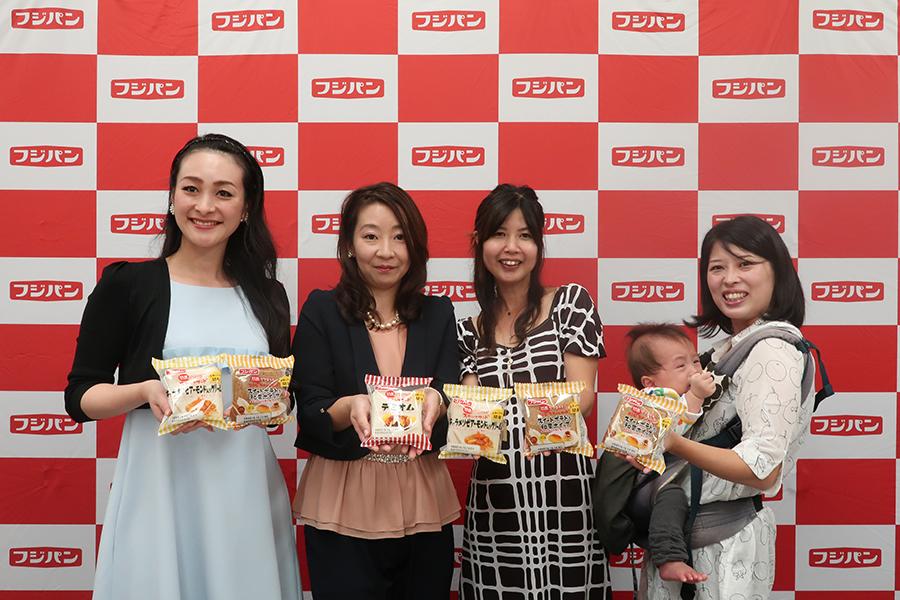 左から開発メンバーの仲井ひとみさん、中村篤子さん、小宮ななこさん、大渡理恵さん