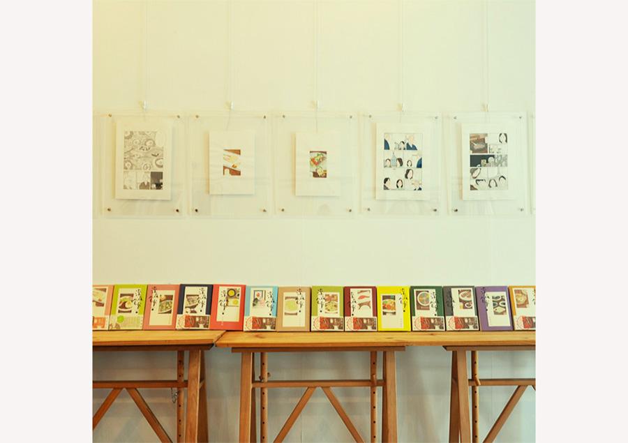 店内には『深夜食堂』の原画と全巻も展示。いろいろ食べたいものを思い浮かべて帰路につきそうだ
