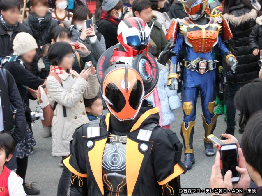 過去のイベントの模様。「東映太秦映画村」を仮面ライダーゴーストらヒーローが練り歩く