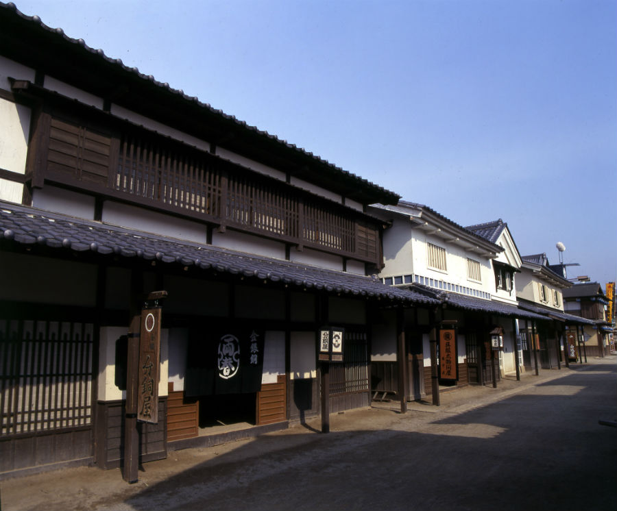 「東映太秦映画村」では、『暴れん坊将軍』や『銭形平次』など様々な時代劇のセットが並ぶ