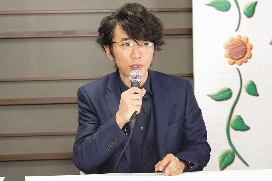 映画『バースデーカード』の会見に出席したユースケ・サンタマリア(7日・朝日放送)