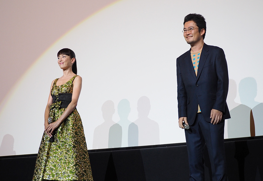 大阪での舞台挨拶に登場した宮沢りえと中野監督(6日・梅田ブルク7)