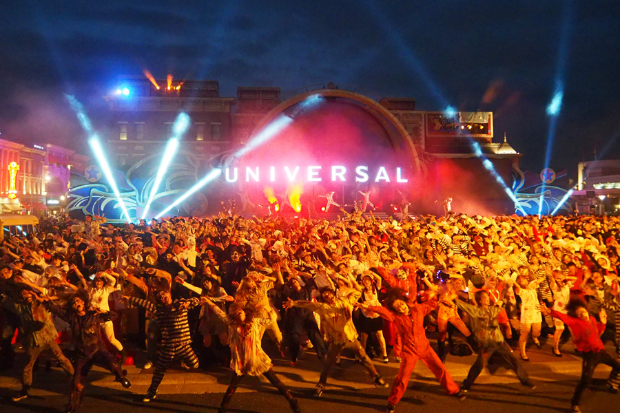 3,000人のゾンビが一斉に踊った圧巻の『スペシャル・ゾンビ・モブ2016』