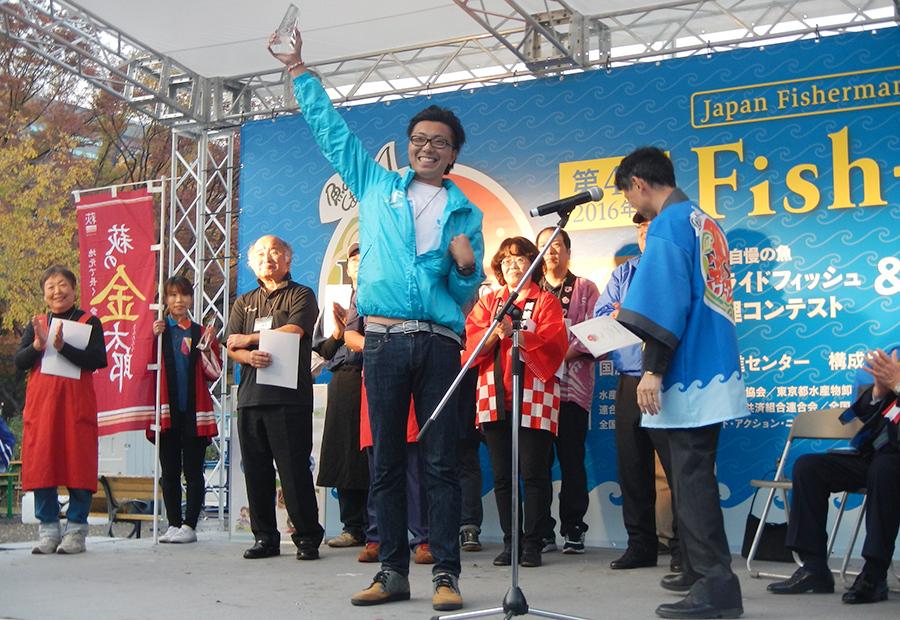 『第4回Fish-1グランプリ』の「プライドフィッシュ料理コンテスト」の様子(20日・日比谷公園)