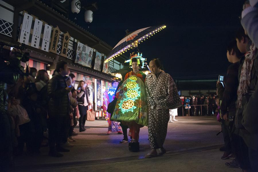 特殊衣裳を着た花魁が練り歩く「おいらん煌(ひかり)道中」(写真はイメージ、東映太秦映画村)