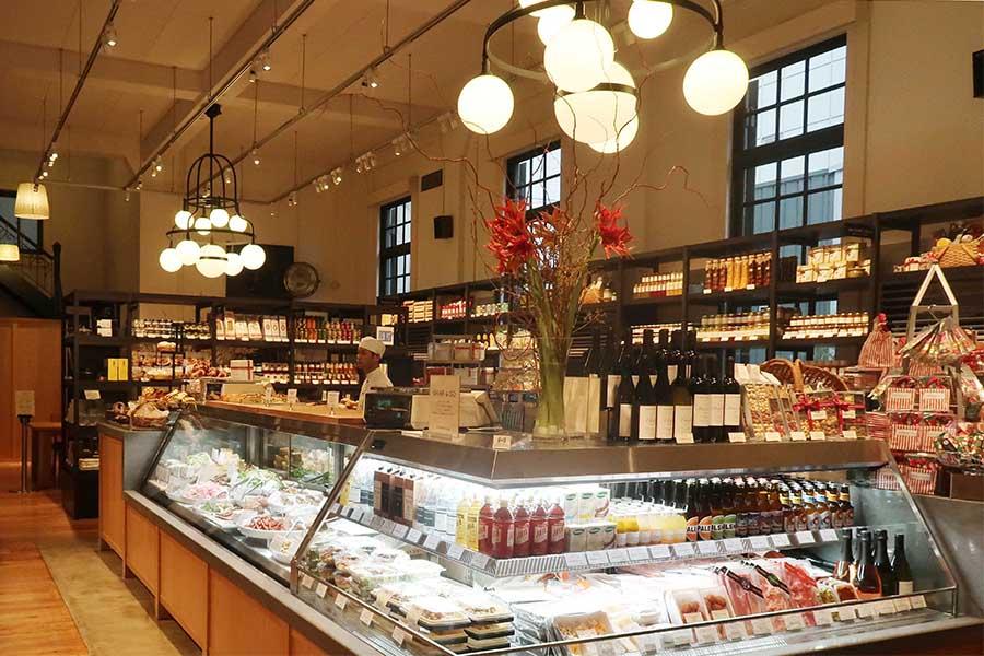 ベーカリー&カフェの営業形態から一変、メインは販売スペースに