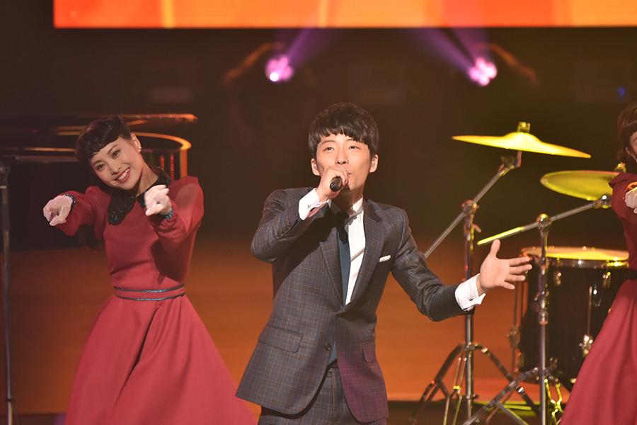 自身も出演する大ヒット中ドラマの主題歌『恋』を披露した星野源