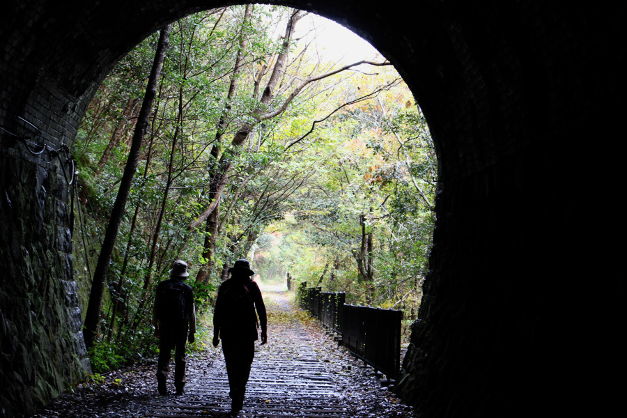 約半年ぶりに解放された、JR福知山線廃線敷のハイキングコース(15日・兵庫県西宮市)