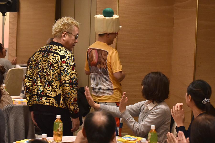 イベントは「崎陽軒シウマイ弁当」をいただきながらライブ&トークを楽しむ「ランチショー」スタイルで開催(18日・大阪市内)