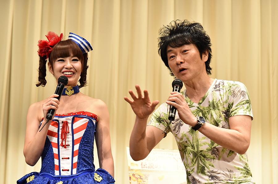 「マダム・フローレンス! 夢見るふたり」の試写会に登場したかつみ・さゆり(22日・大阪市内)