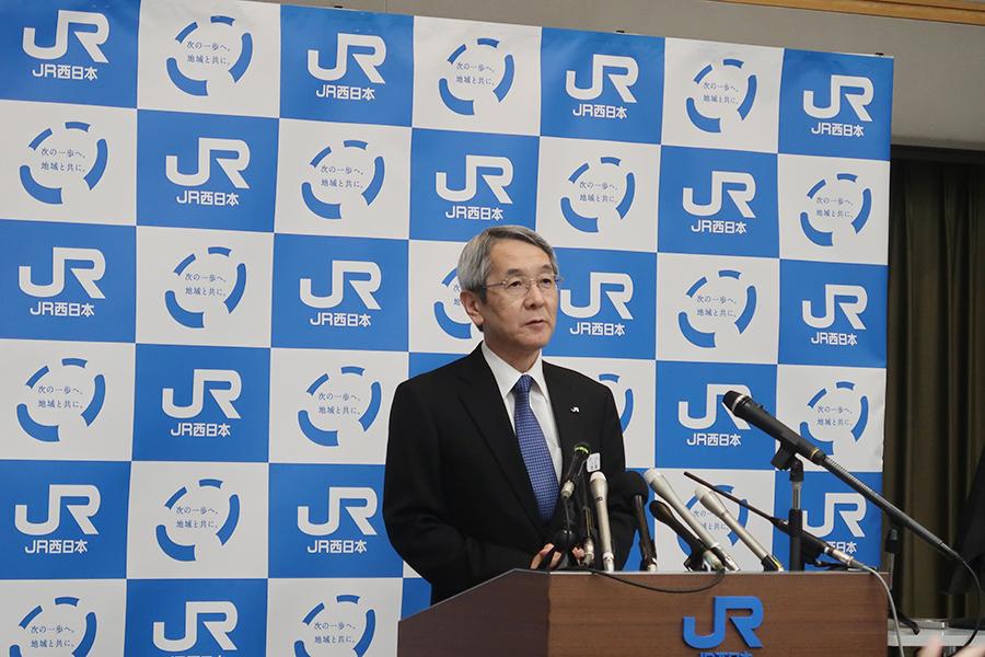 JR大阪駅近くに開発される新ホテルを発表した、来島達夫 代表取締役社長(16日・大阪市内)