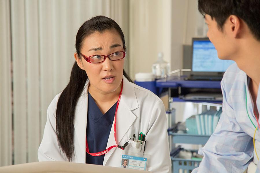 解析診断部の一員で、救命救急医・里見藍を演じるたんぽぽ・白鳥久美子