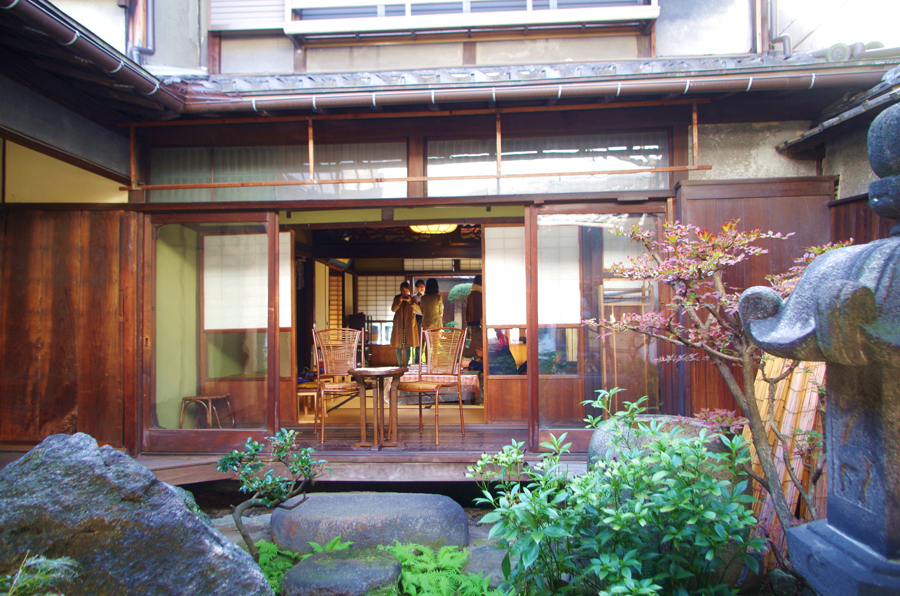 オープンナガヤの拠点は、大正時代の大阪の伝統的な町屋として登録有形文化財にも指定されている豊崎長屋※普段は住居なため、場所は非公開)