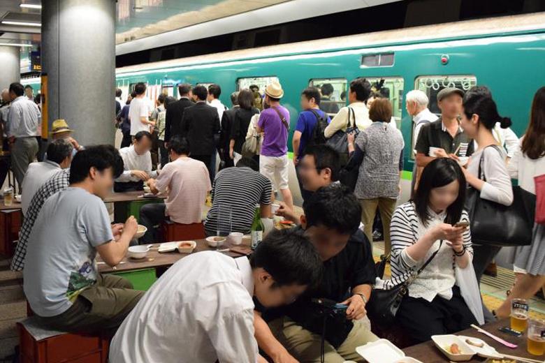 京阪「中之島駅」3番線が酒場に(前回の様子)