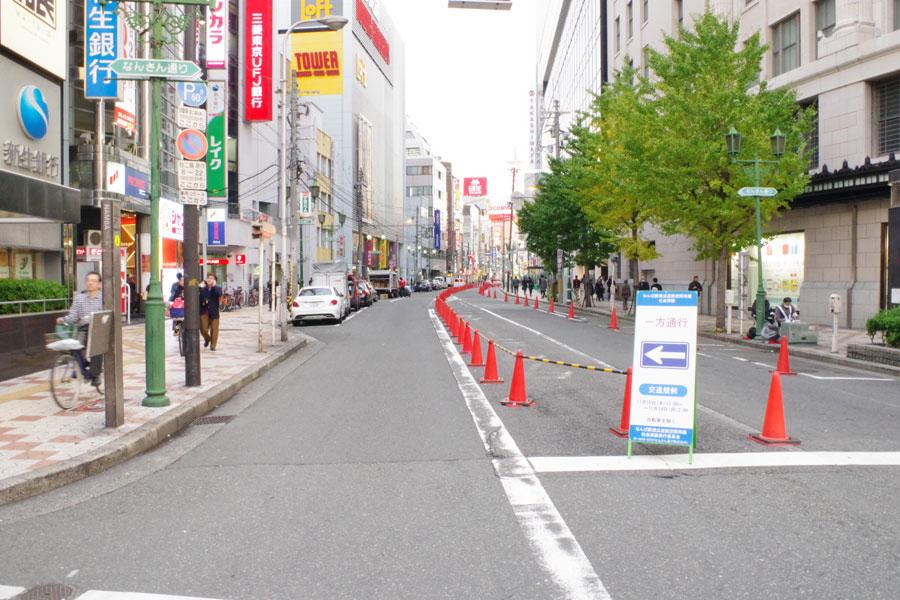 日本橋へと続く車道は一方通行となり、実験期間中の交通量や周辺道路の混雑状況等を計測するという