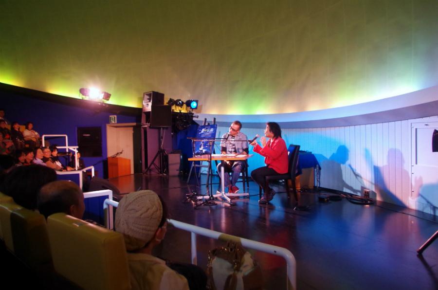 ラフォーレ琵琶湖に併設する「デジタルスタードーム ほたる」でおこなわれた根本要×星のお兄さんのトークショー(9日・滋賀)
