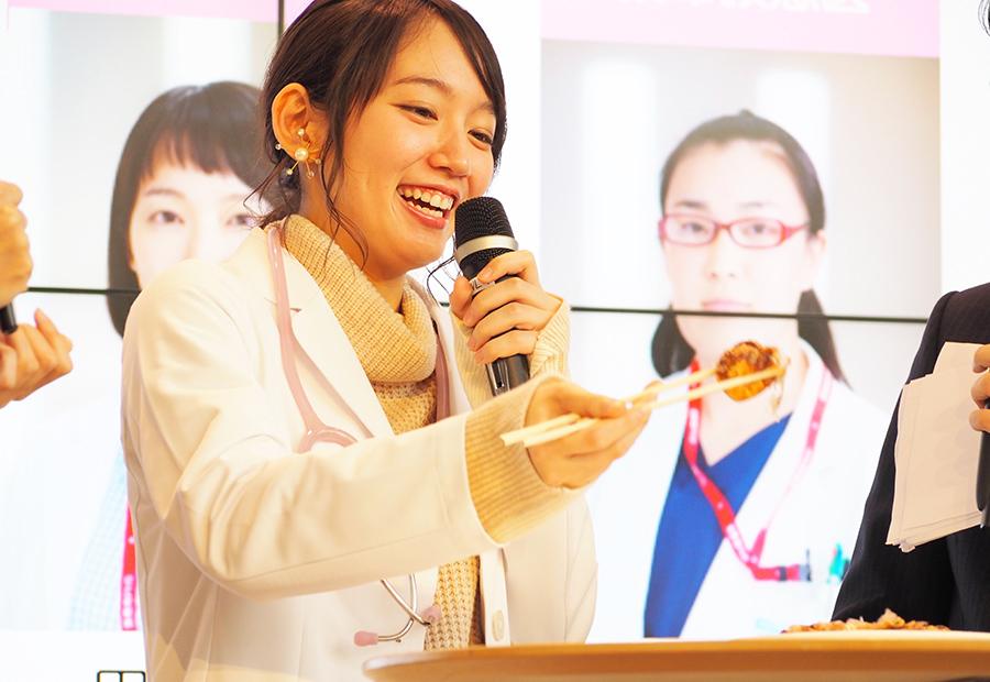 イベントでは、ワサビ入りのたこ焼きロシアンルーレットにも挑戦した吉岡里帆(29日・カンテレ)