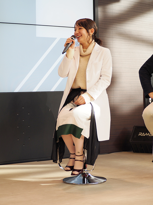 主役の吉田羊を意識したというヘアスタイルで登場した吉岡里帆(29日・カンテレ)