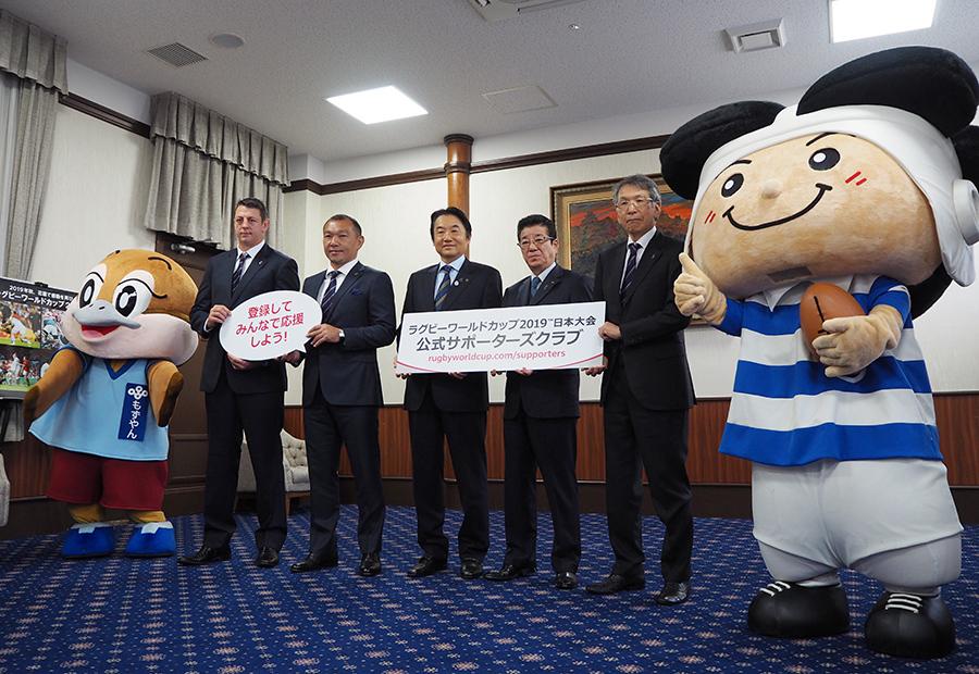 大阪府の広報担当副知事・もずやん(右)、東大阪のマスコットキャラクター・トライくん(左)も登場
