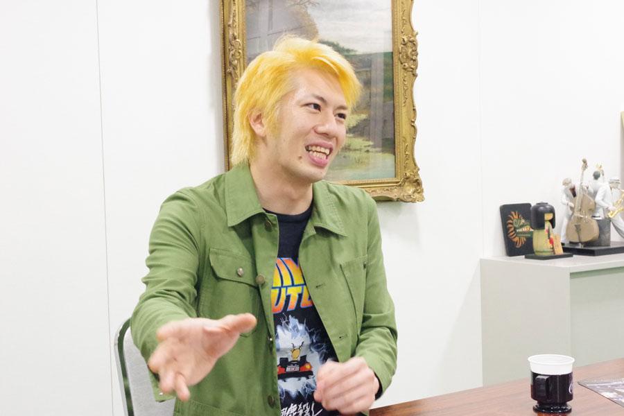 「演劇が好きなったのは劇団鹿殺しに入ってから」と話すオレノグラフィティ(10月20日、大阪市内)