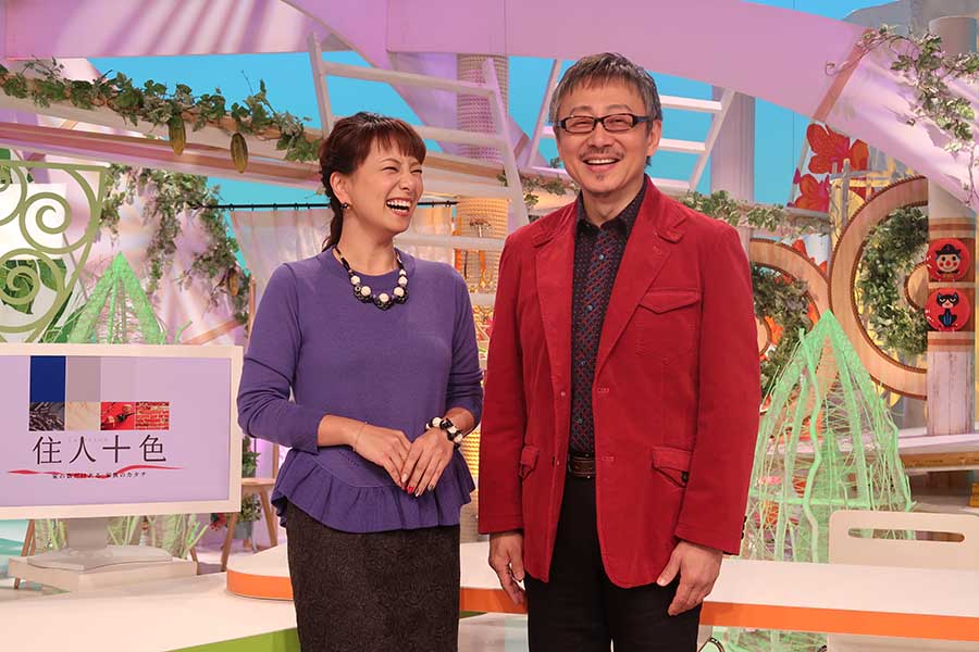 11月30日に『住人十色』の400回目を収録を終えた松尾貴史(右)、三船美佳