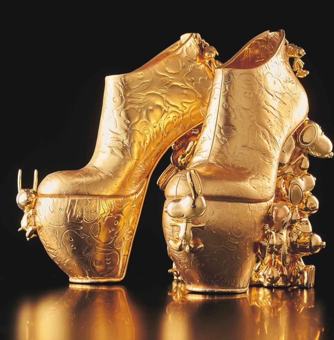 足のサイズに合わせて完全受注生産。ヒール部分にはスヌーピーがあしらわれる 画像提供:ユニバーサル・スタジオ・ジャパン