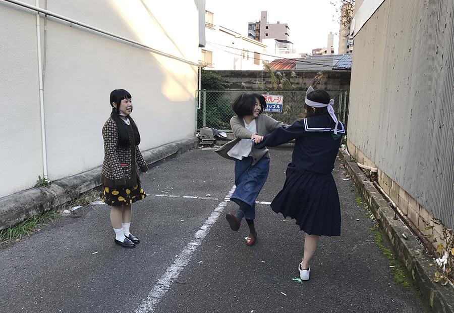 脚本作りはもちろん、演技指導もワークショップの課題のひとつ(23日・大阪市内)