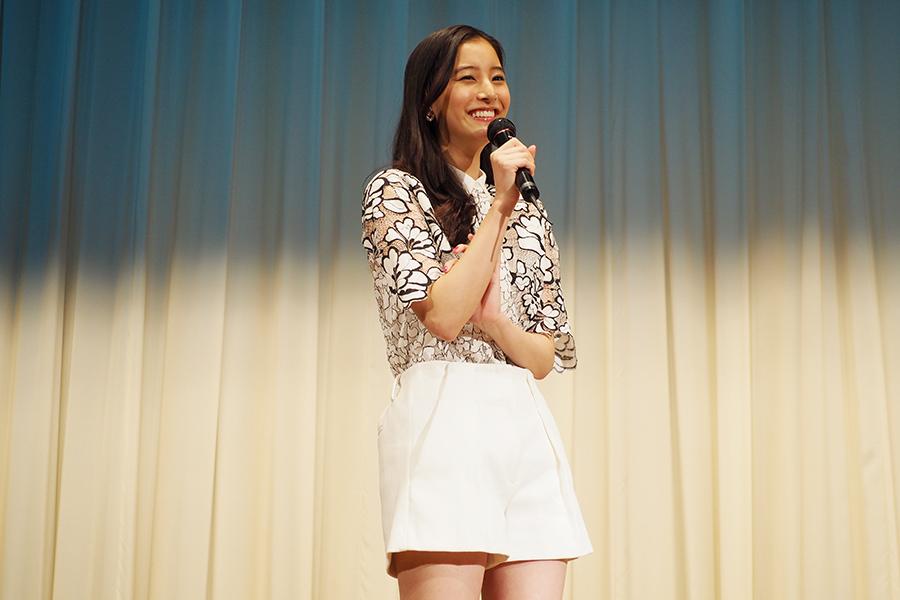 自身の恋愛について、「恋愛ベタなのかなぁ。伝えることがヘタ」と語った新木優子(17日・大阪市内)