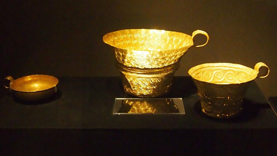 紀元前1500年ごろに作られた金杯。約3500年経っても輝きを保っている