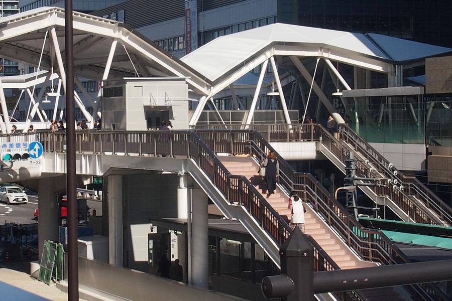 あべのの歩道橋とも直結し、エレベーターも設置された天王寺駅前駅