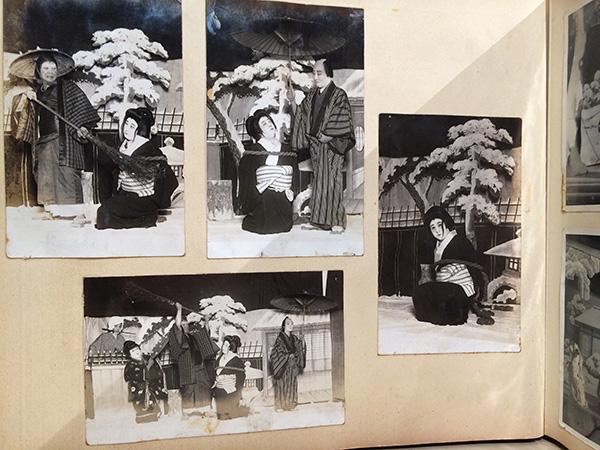 手塚がこの芝居を知らなかったため、舞台の写真を見せて説明したというアルバム/18日、道頓堀角座