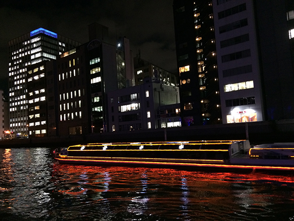 期間中は淀屋橋港よりアクアライナーの「ルネサンス イルミネーションクルーズ」も運行(大人1000円)