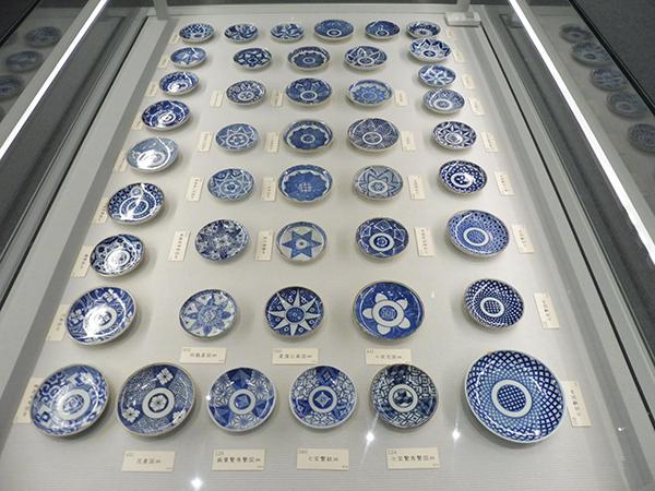 「印判手の皿」より、幾何学模様の図柄(12月7日から・大阪歴史博物館)