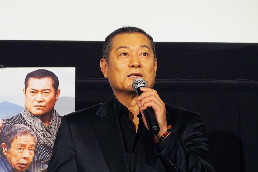 映画『浅草・筑波の喜久次郎』の舞台挨拶に登場した松平健(4日、大阪ステーションシティシネマ)
