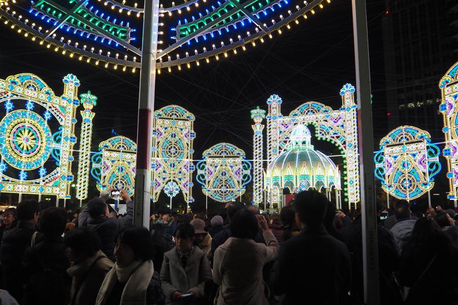 多くの人が写真を撮っていた東遊園地の「スパッリエーラ」