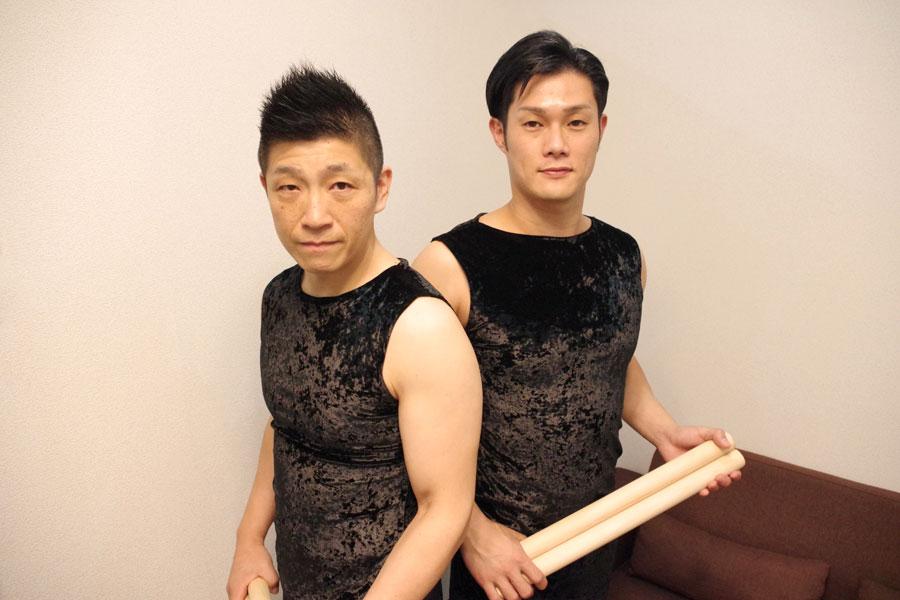 ワン・アース・ツアー『螺旋』に臨む鼓童の船橋裕一郎代表と坂本雅幸(11月4日、大阪市)