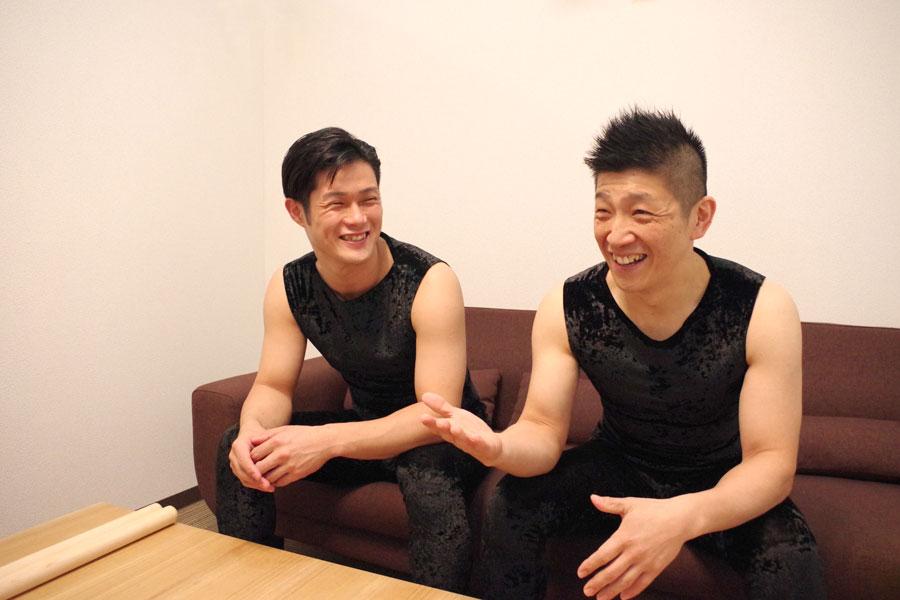 「玉三郎さんにさんざん言われ続けて、自分たちの耳が変わってきたからこそできるようになった楽曲も」と鼓童の2人