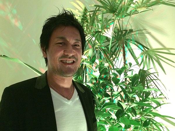 「チームラボ」代表・猪子寿之さん。「今回は、大阪芸術大学の学生さんに、たくさん手伝ってもらっています」