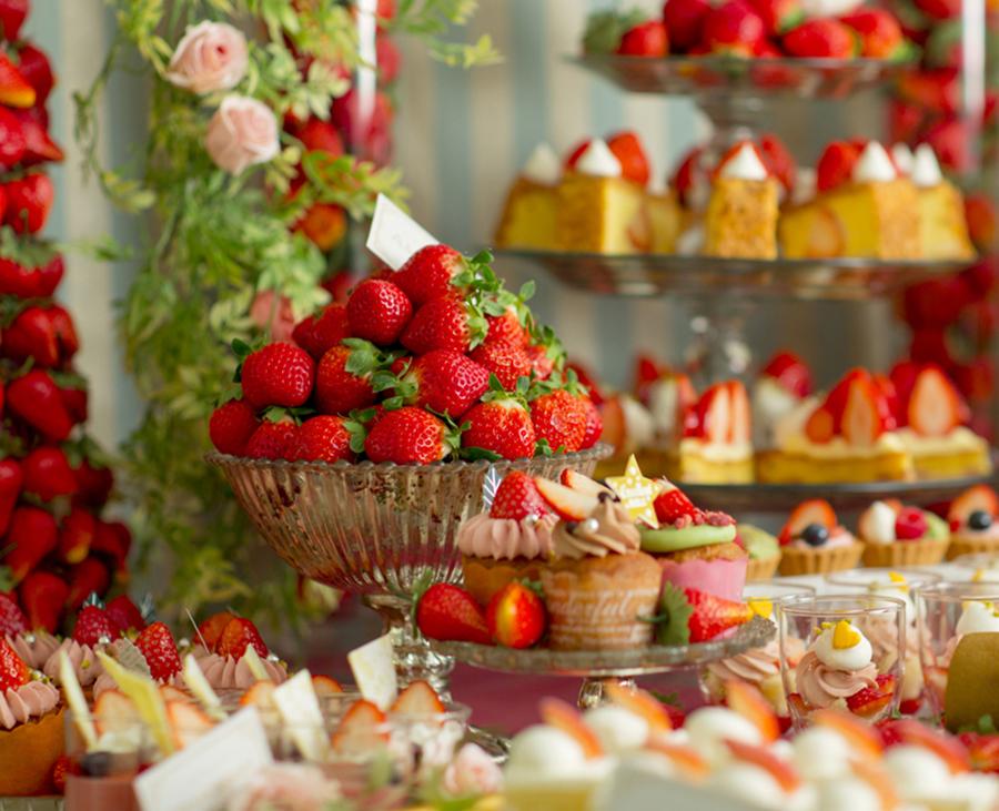 いちごのブリュレ、いちごのワッフル、ショートケーキなどが登場