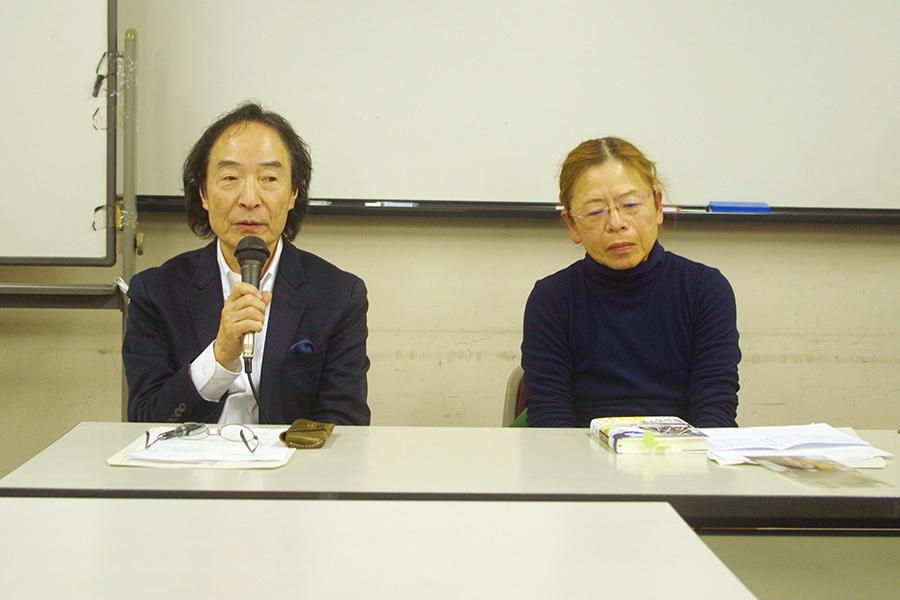 今回はこれしかないと意見が一致した同賞の選考委員で作家の辻原登さん(左)と高村薫さん